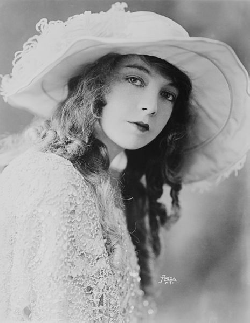 Lillian Gish bigraphy, stories - Actor